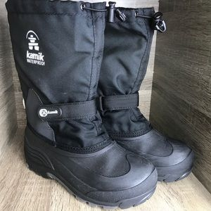 Boys kamik waterproof boots size 5
